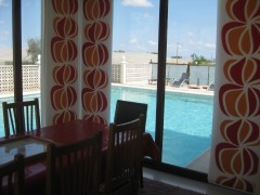 diningroom with vieuw swimmingpool.JPG